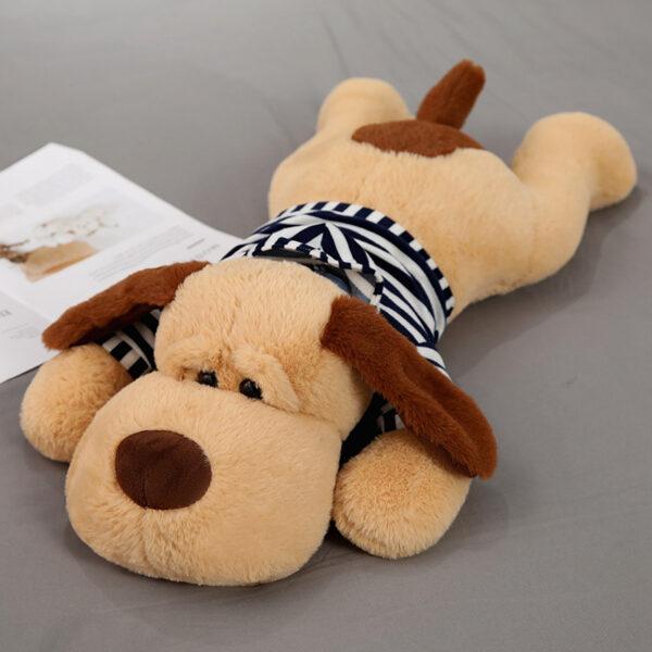 śmieszna poduszka pluszowa w kształcie psa z czarną koszulką