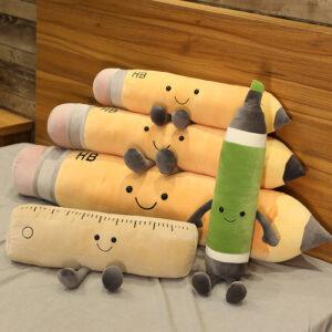 śmieszne poduszki pluszowe w kształcie przyborów szkolnych