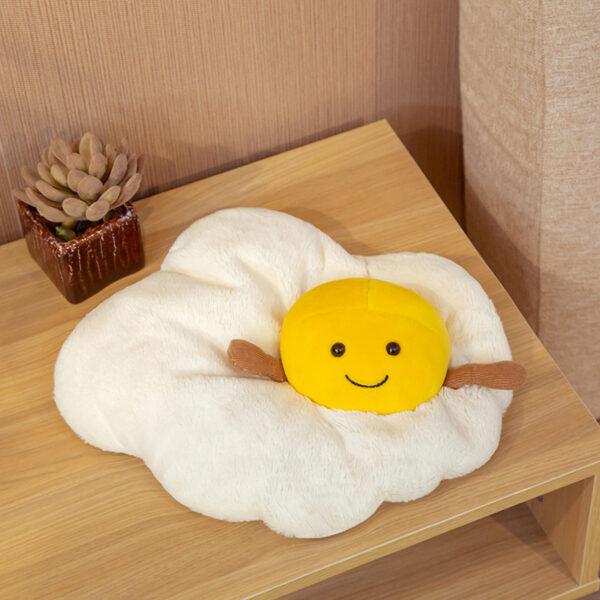 śmieszny pluszak w kształcie jajka